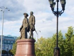 c_260_195_16777215_00_images_uploads_otdyh-ros_goroda_skulptury-ekaterinburga_1.jpg